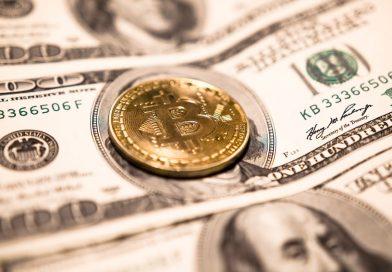 Bitcoin (BTC) con el dólar de fondo